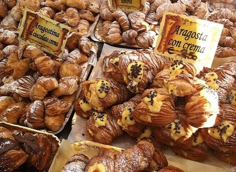 Italian pastries will custard and chocolate - sfogliatelle