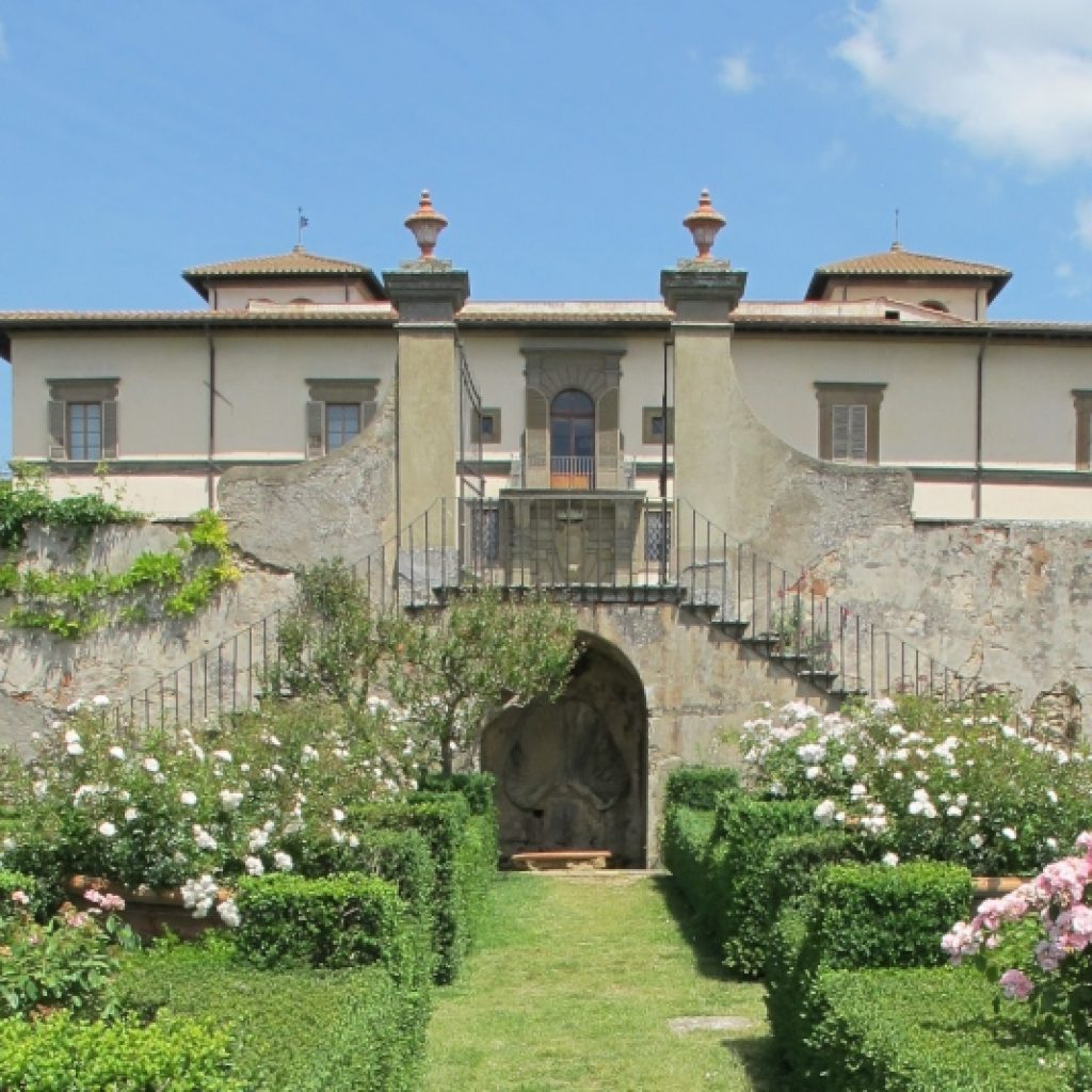 the house and garden of villa le corti