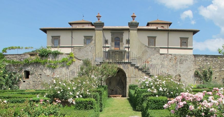 the house and garden of villa le corti